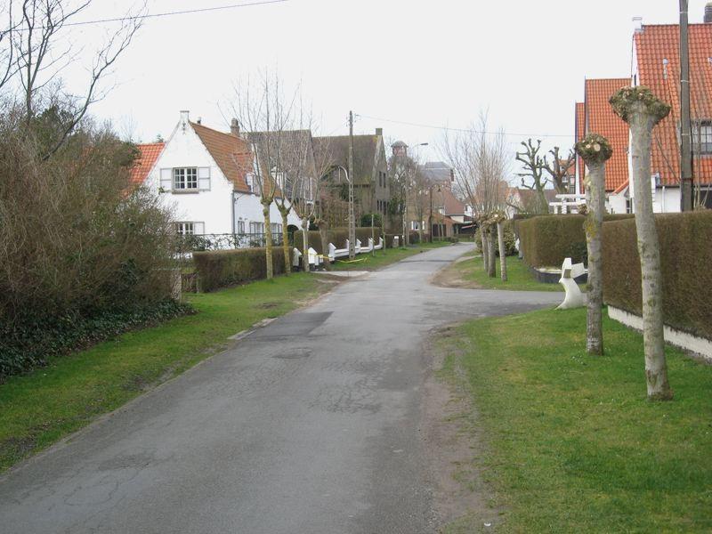 """Wandelen in de villawijk """"Concessie"""" in De Haan"""